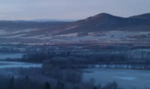 Like før mørket senker seg over Fåsten og Storeggen en kald desemberdag