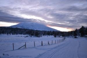 Ruvende og vakkert ligger fjellet der, og vi nyter synet på skituren vår