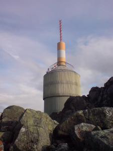Om sommeren er alt enklere - da kan vi kjøre bil til topps - fra Alvdal går Norges nest høyest beliggende vei. Bare veien til Juvasshytta (utgangspunkt for turer til Galdhøpiggen) ligger høyere