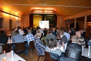 Utover kvelden fyltes salen, og da Ane Startet opp var det mer enn fullt i gamle Heim.
