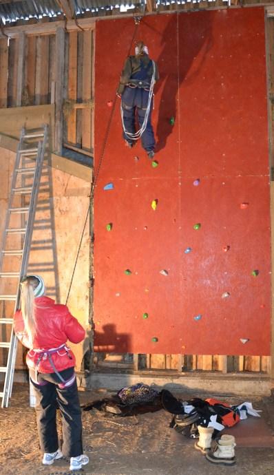 Jentenes egendesignet og -laget,  flotte klatrevegg!