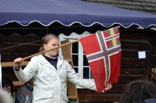 """Her holder en av Ryes døtre opp """"sildesalaten"""". Kjøperen hadde muligens svensk kone..."""