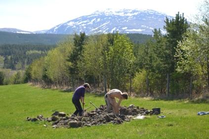 Vannkrana på jordet skal få kum, og det må graves - dypt!