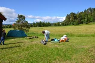 Dagen derpå - og teltene tas ned. Mange har flere timer foran seg i bil