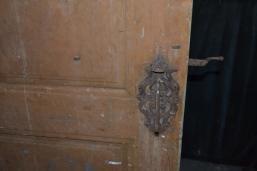 Vakker dørlås, som et smykke på døra