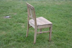 Phu, der var det EN stol tilsynelatende riktig sammensatt, men er det de rette bitene, tro, eller hører noen av dem egentlig til den andre???