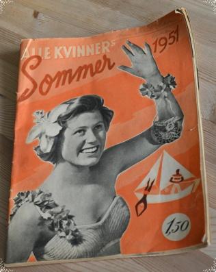 """Alle Kvinner anno 1951 følger opp rådene fra boka (bladet er forøvrig forbløffende likt dagens """"dameblader"""" i mye av innholdet)"""
