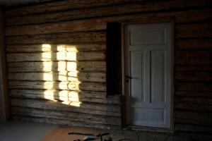Vips, så er vindu byttet med dør! (Mens sola lager et vindu ved siden av)