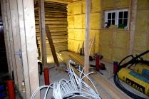 Rørene ender opp her på innsiden av nybygget