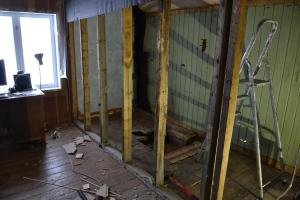 Dette var engang en vegg mot det gamle badet