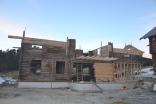 """""""Ny""""huset er blitt enda større i løpet av høsten, men likner fortsatt mest et spøkelseshus!"""