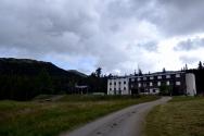 Tronsvangen - et gammelt hotell, er i ferd med å bli pusset opp og målet er å etablere et Fredsuniversitet her, basert på inderen Barals hundre år gamle ideer.