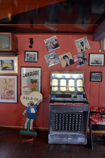 Jukeboks og Elvisplakater