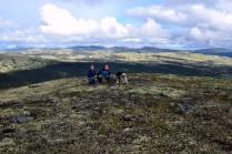 -og utsikt innover fjellene, bl.a. ser vi Rødsjøpiggen bak oss
