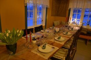 - og bordet venter på nyttårsgjester