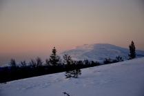 De første rosa solstrålene har truffet Tronfjell