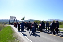 17.maitoget nærmer seg brua over Glomma