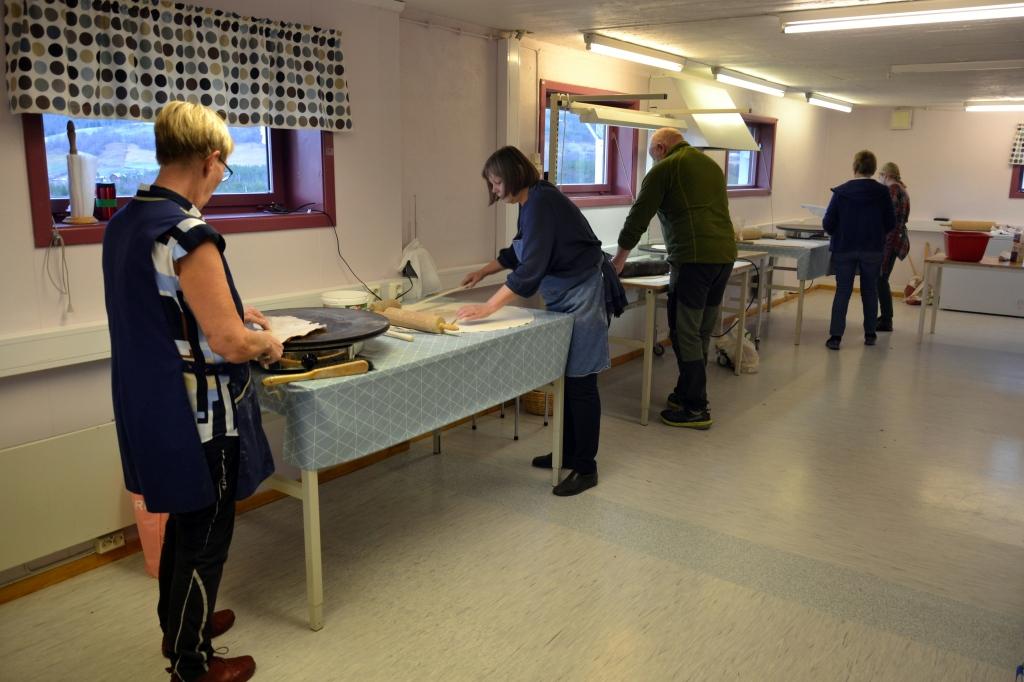 Anne Kari er klar til å bistå Berit